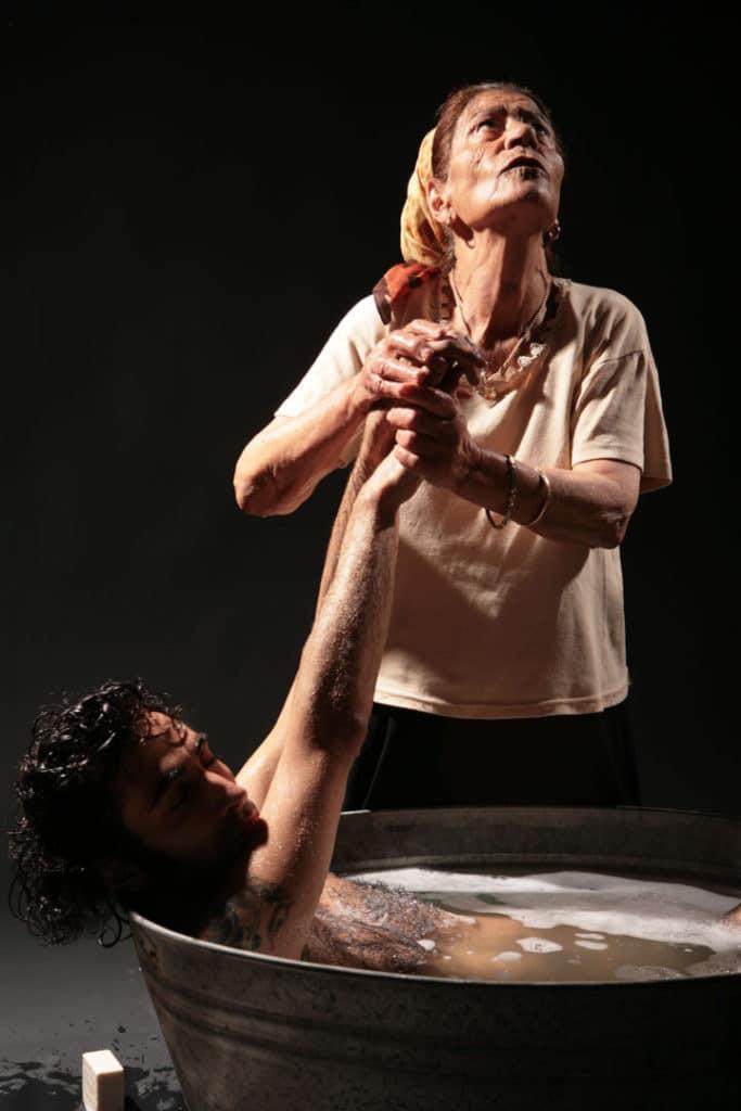 """איציק בדש, דיוואני, 2007. מתוך סדרת התצלומים 'דיוואני', 180×120 ס""""מ. אוסף האמן"""