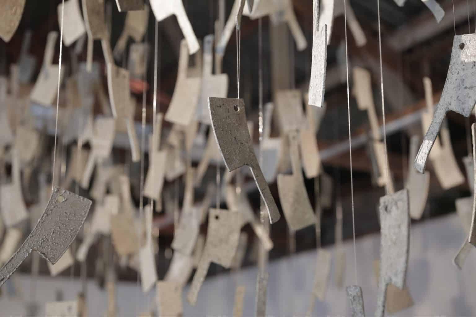 חנאן אבו־חוסיין, חופש רגעי, 2015. מיצב בטון וטכניקה מעורבת, אוסף האמנית